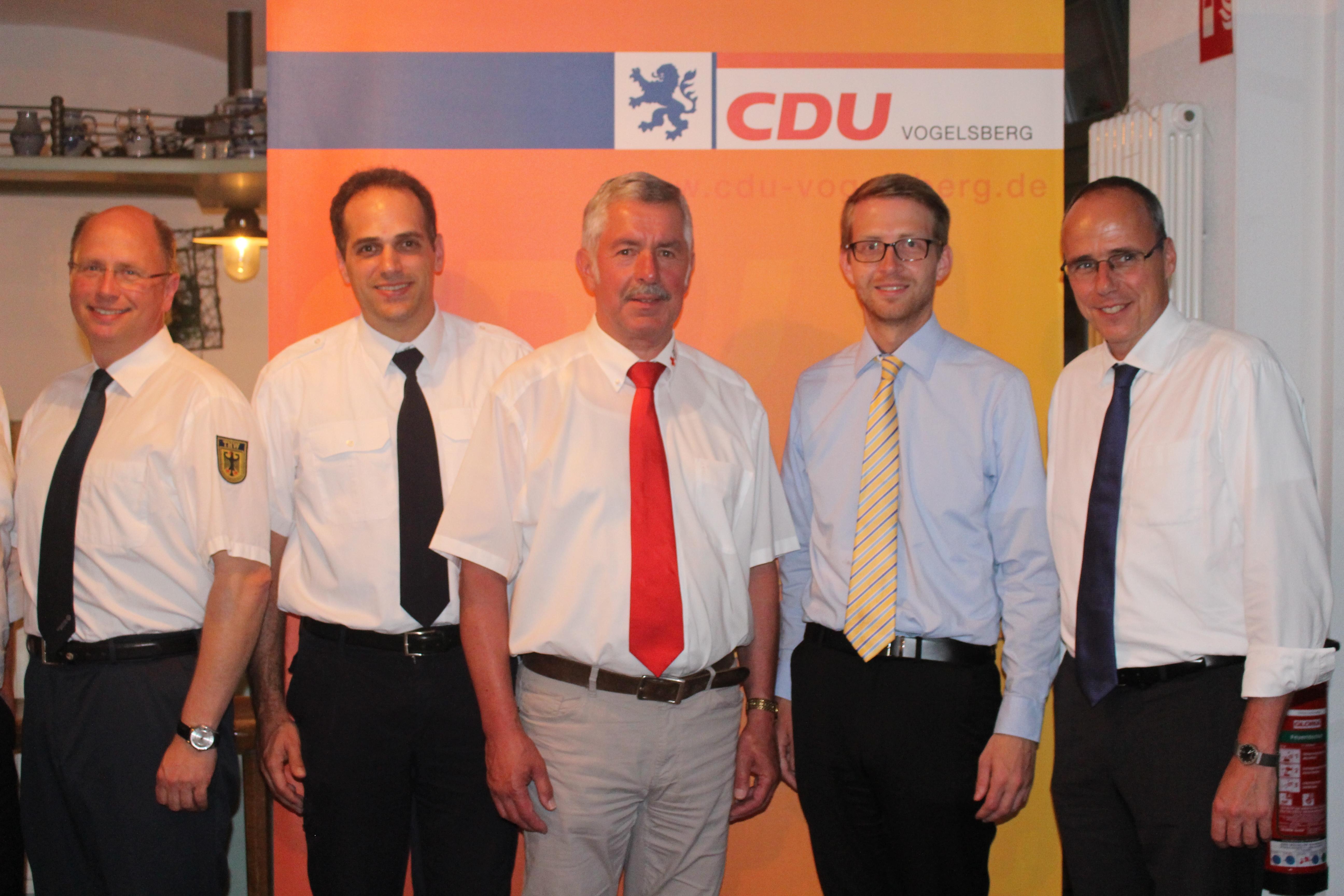 Klares Bekenntnis zum Ehrenamt beim CDU-Forum (von links):Die Vertreter der ehrenamtlichen Hilfsorganisationen Jochen Weppler (THW), Dr. Sven Holland (Feuerwehr), Norbert Södler (DRK) sowie der CDU-Landtagskandidat Michael Ruhl und Hessens Innenminister P