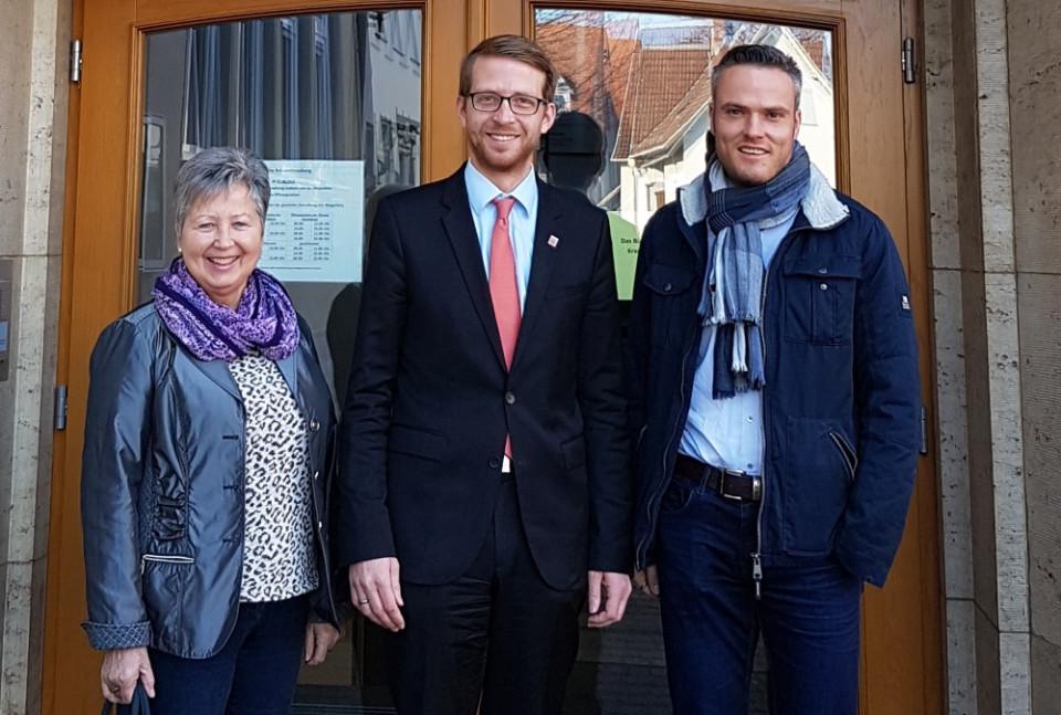 Begrüßten den neuen Wahlkreisabgeordneten, Michael Ruhl (M.), im Laubacher Rathaus: Erste Stadträtin Isolde Hanak und Bürgermeister Peter Klug.