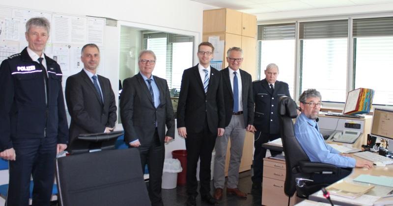 Antrittsbesuch des CDU-Landtagsabgeordneten Ruhl (Mitte) bei der Polizeidirektion mit Polizeipräsident Voß (3.v.r) und Polizeichef Böhm (3.v.l.) sowie (von links) Stein, Blum sowie Krah (rechts) und dem Dienstgruppenleiter Harnack (2.v.r.)