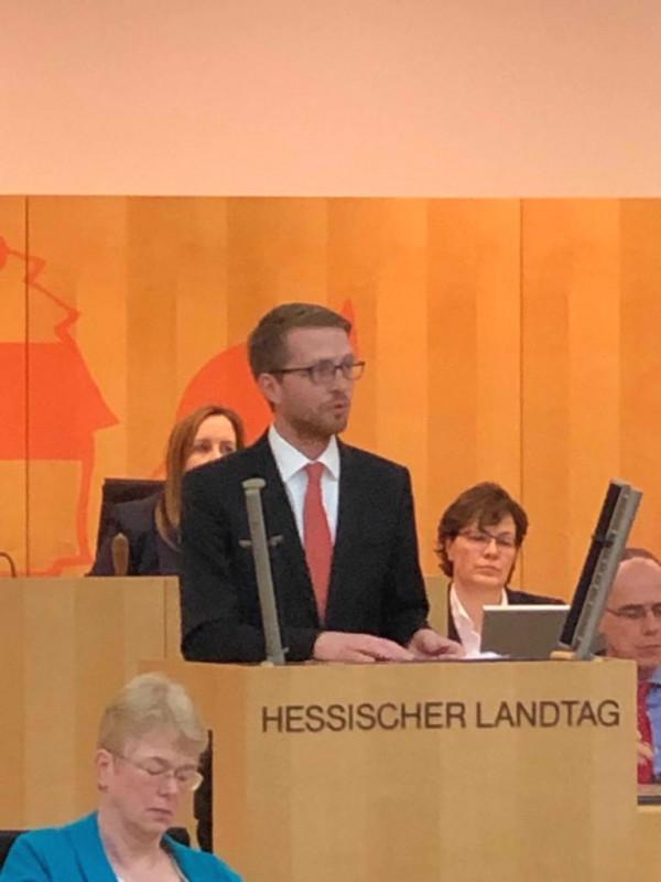 Michael Ruhl bei seiner ersten Rede im Hessischen Landtag